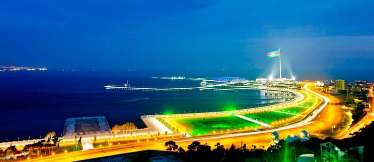 Вид побережья Каспийского моря в Баку