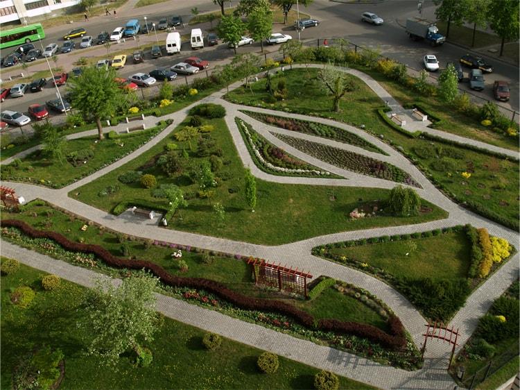 Сад непрерывного цветения необычная достопримечательность города Бреста.