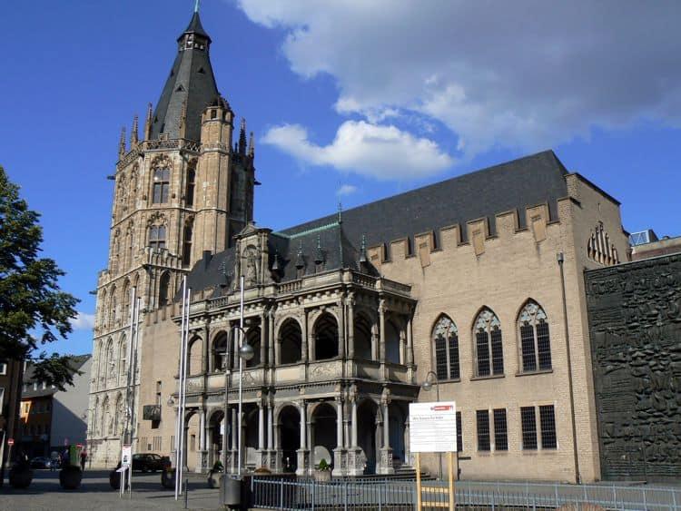 Старинная городская Ратуша - достопримечательность в Кельне, является самой старой в Германии.