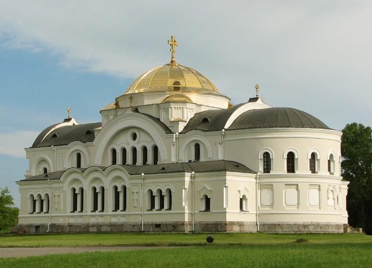 Свято-Николаевский гарнизонный собор историческая достопримечательность города Брест.