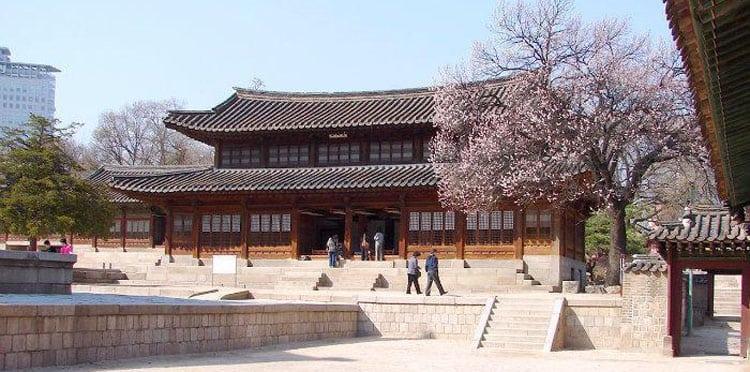 Вид дворца Токсугун