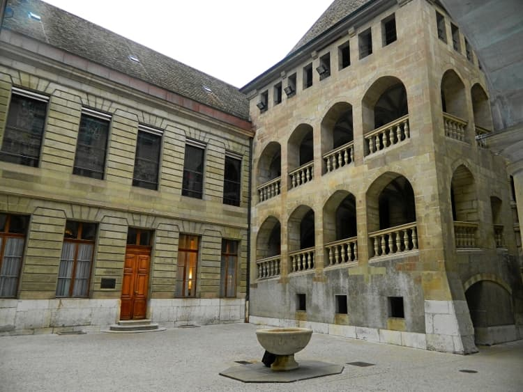 Женевская Ратуша – старинное здание и достопримечательность в Женеве.