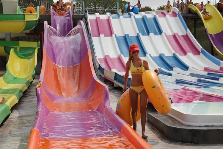 Гигантский аквапарк Aqualand в Майорке.