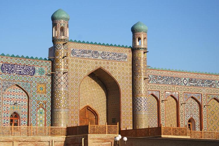 Дворцовый комплекс Худояр-хана в Коканде, одна из лучших архитектурных достопримечательностей Узбекистана.