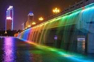Так выглядит мост Фонтан радуги