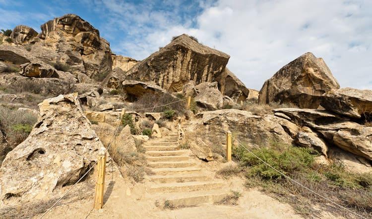 Так выглядят горы Гобустана