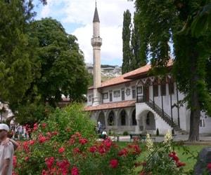 Бахчисарай – удивительный крымский городок с множеством достопримечательностей.