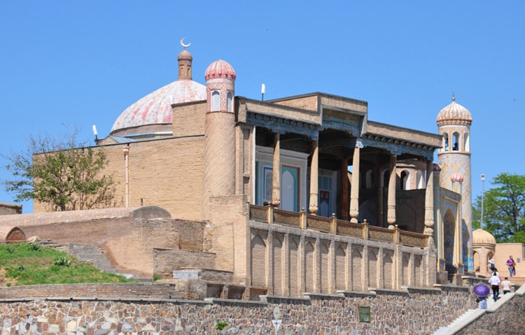 Мечеть Хазрет Хызр на южной окраине городища Афросиаб.