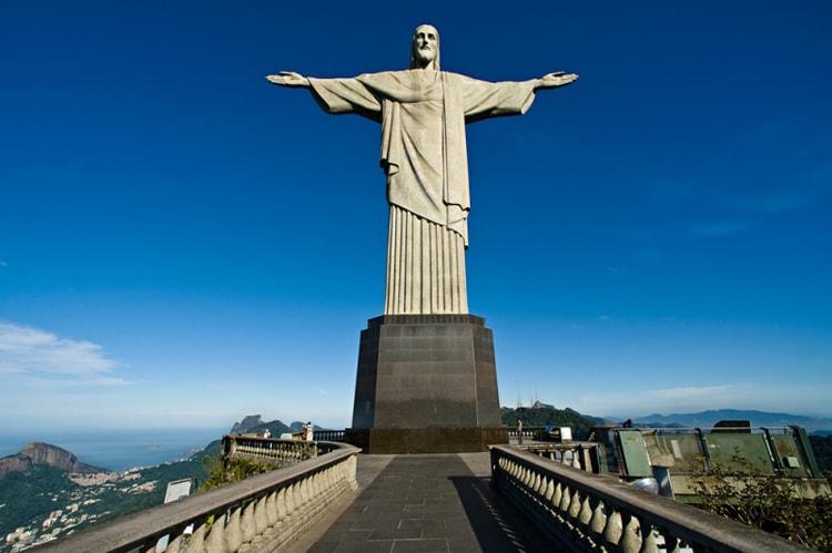 Монумент Христа Спасителя, эта достопримечательность в Рио-де-Жанейро входит в список «новых 7 чудес света».