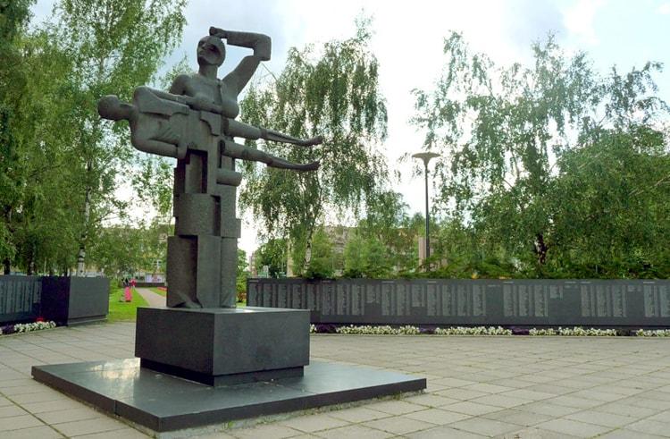 Памятник «Мать-Карелия»