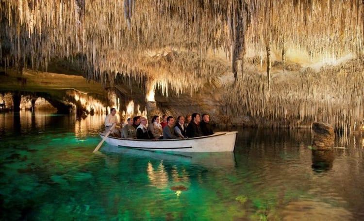 Природная достопримечательность в Майорке – пещера Дракона.