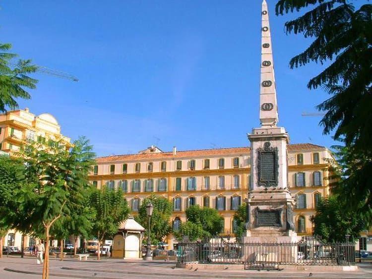 Наибольшей популярностью у туристов пользуется площадь Мерсед.