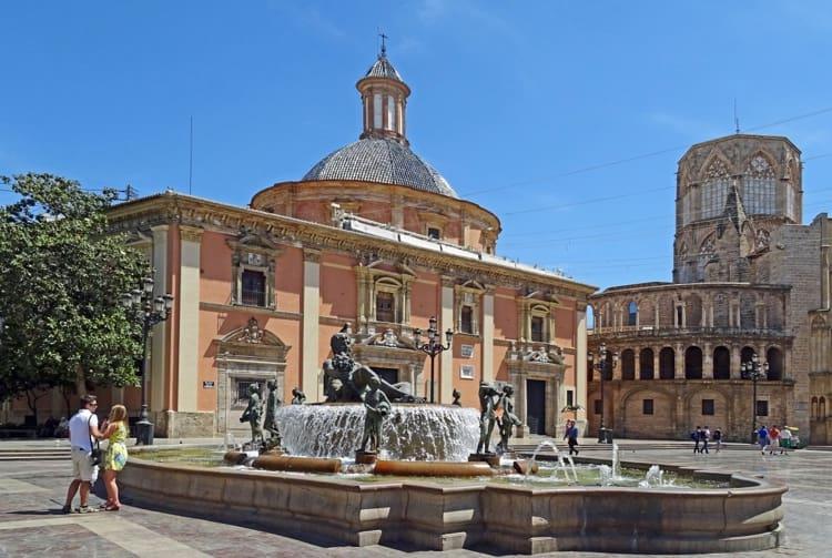 Исторический центр города Валенсии – площадь Святой Девы Марии.