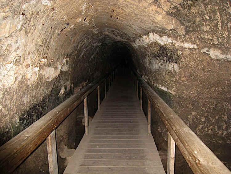 Архитектурное сооружение в Иерусалиме - туннель Хизкиягу.