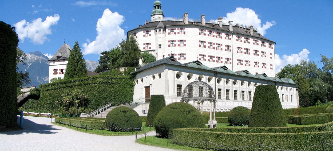 Замок Амбрасс музейная достопримичательность Инсбрука.