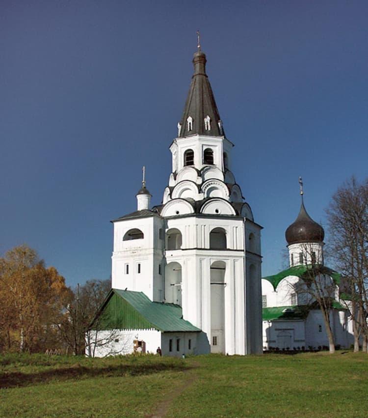 Александровская слобода – второй по величине кремль после Московского и достопримечательность в Александрове.