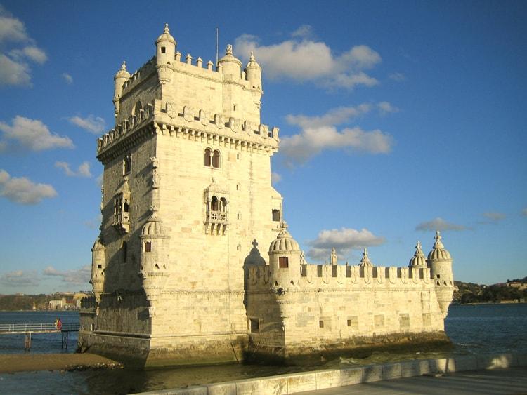 Белемская башня, старинная достопримечательность Лиссабона.