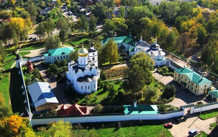 Борисоглебский монастырь, культовая достопримечательность Дмитрова.