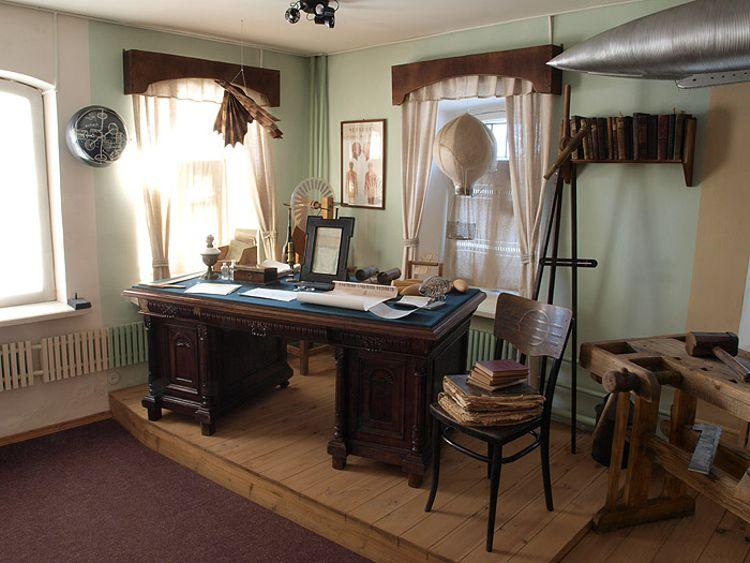 Дом-музей К. Э. Циолковского в городе Боровск стоит посетить туристу.