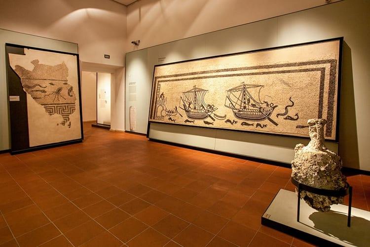 Одним из самых познавательных достопримечательностей, является Городской музей Римини.