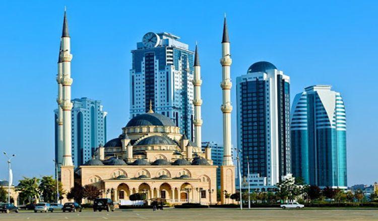В центральной части города на площади около 5 га расположена одна из самых необычных достопримечательностей столицы Чечни – Грозный-Сити.