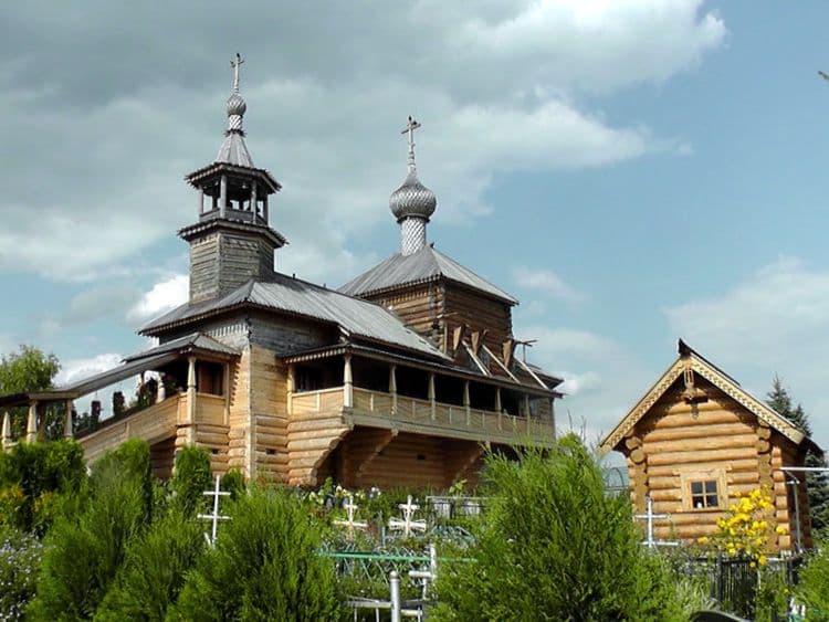 Храм Покрова Божьей Матери – уникальное архитектурное сооружение и достопримечательность Боровска.