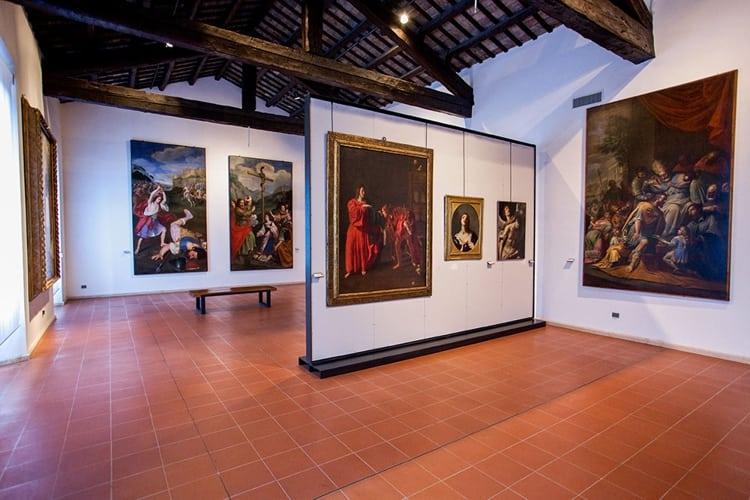 Художественные галереи в Риминии, где представлены красивейшие фрески, картины и керамические изделия.
