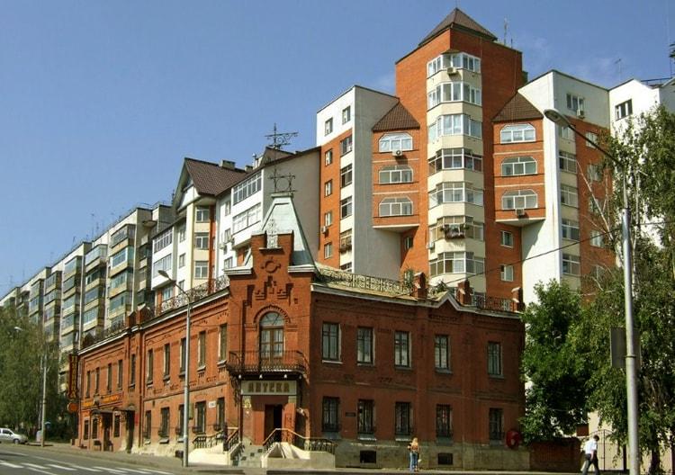 Историческое здание аптеки архитектурная достопримечательность Липецка.