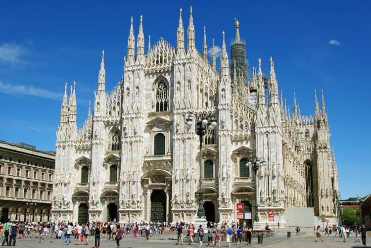 Кафедральный собор Девы Марии – это главная визитная карточка и достопримечательность Милана.