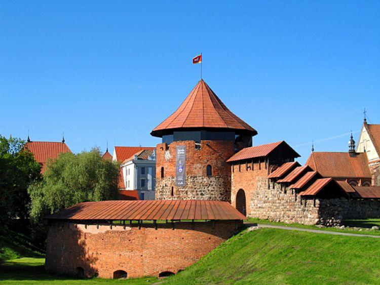 Каунасский замок - достопримечательность в Литве интересна для туристов.