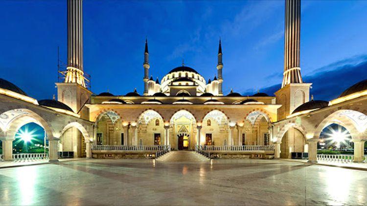 Мечеть Сердце Чечни - этот исламский храм является самой главной достопримечательностью.