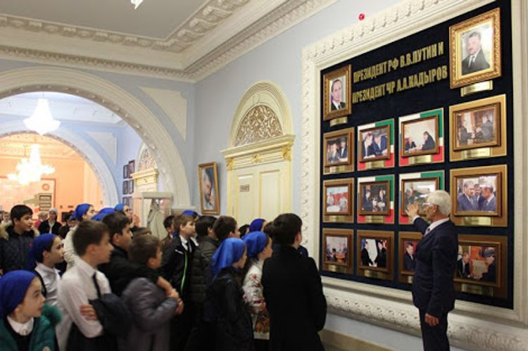 Мемориальный комплекс Славы имени А. А. Кадырова, там есть что посмотреть в Грозном за один день туристу.