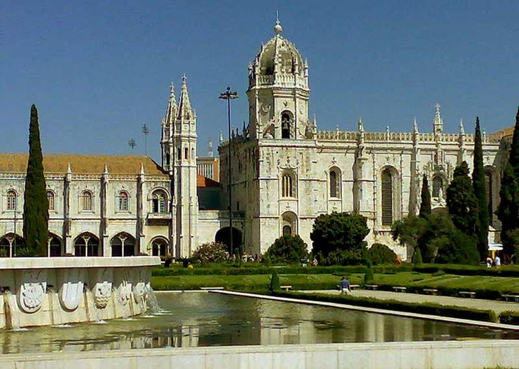 Монастырь иеронимитов Жеронимуш, историческая достопримечательность Лиссабона.
