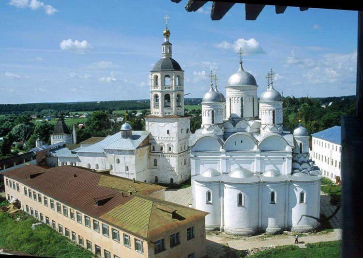 Пафнутьево-Боровский монастырь - это главная достопримечательность Боровска и святыня города.