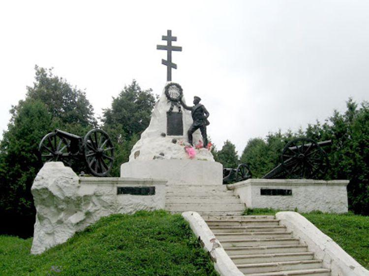 В центре города довольно интересной достопримечательностью, которая мне понравилась, является Памятник героям 1812 года.