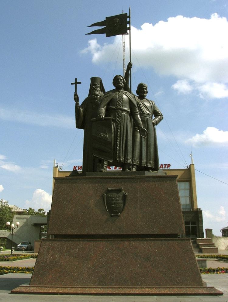 Мемориальный комплекс с крестом Старый Оскол заказать памятник Автозаводская (14 линия)