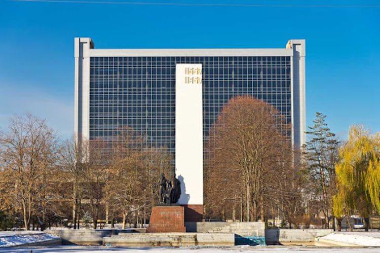 Площадь Дружбы – центральная достопримечательность в Майкопе.