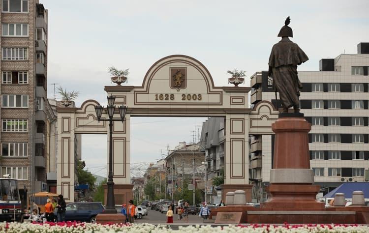 На площади Мира в Красноярске также можно посмотреть некоторые из главных достопримечательностей города.
