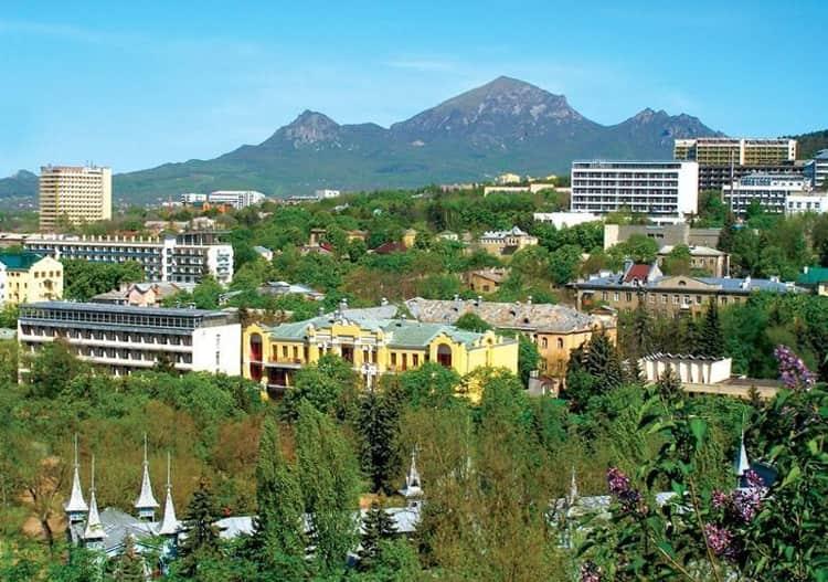 Всю южную часть города, начиная от Центрального парка и до окраин, занимает район Долинск – главная курортная зона Нальчика, где много достопримечательностей.