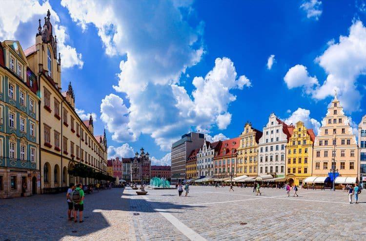 Площадь Рынок - это то место, с которого нужно начинать знакомство с городом Вроцлав.