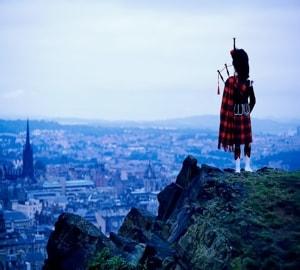 Шотландия с достопримечательностями – родина виски, волынки и гольфа.