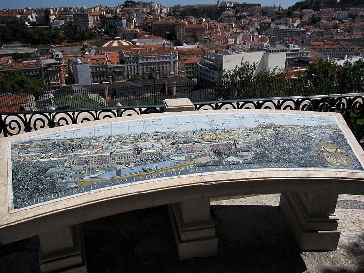 Смотровая площадка Сан Педру де Алкантара.
