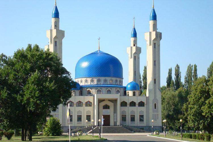 Соборная мечеть Майкопа была построена арабским шейхом Халидом Бин Сакр-аль-Кассими и стала одним из символов города и его достопримечательностью.
