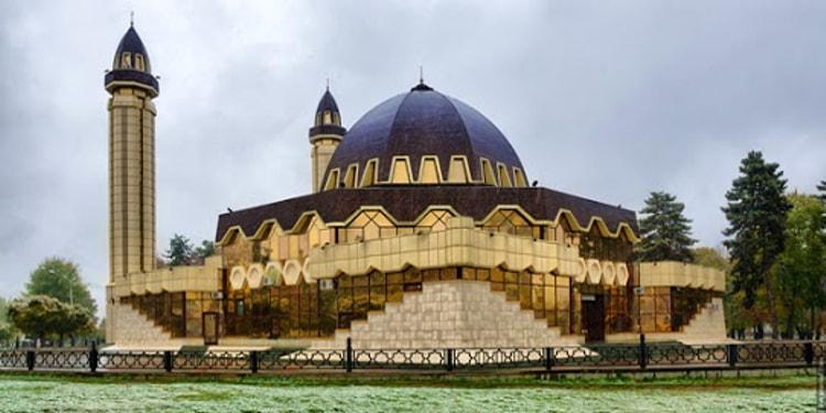 Нальчикская соборная мечеть – главный мусульманский духовный центр Кабардино-Балкарской республики.