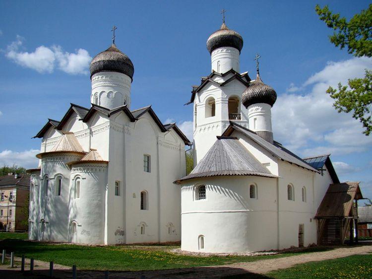 Спасо-Преображенский монастырь – настоящий символ города Старая Русса и его достопримечательность.