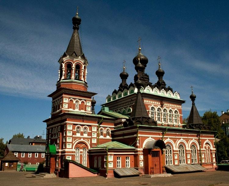 Свято-Серафимовский собор, культовая достопримечательность Кирова.