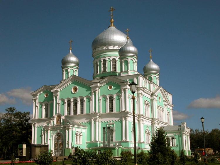 Свято-Троицкий собор, культовая достопримечательность Дивеева.