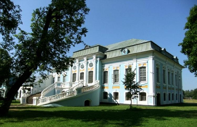 Усадьба Грибоедова в Хмелите, историческая достопримечательность Вязьмы.