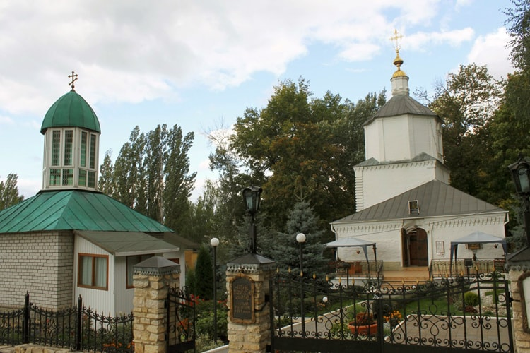 Успенскую церковь, можно посмотреть в Липецке за один день.