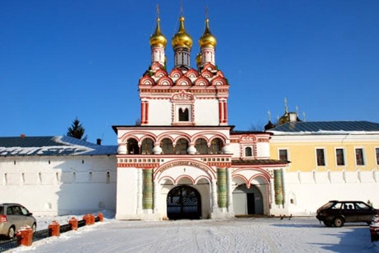 Успенский монастырь – одна из лучших достопримечательностей в Волоколамска.